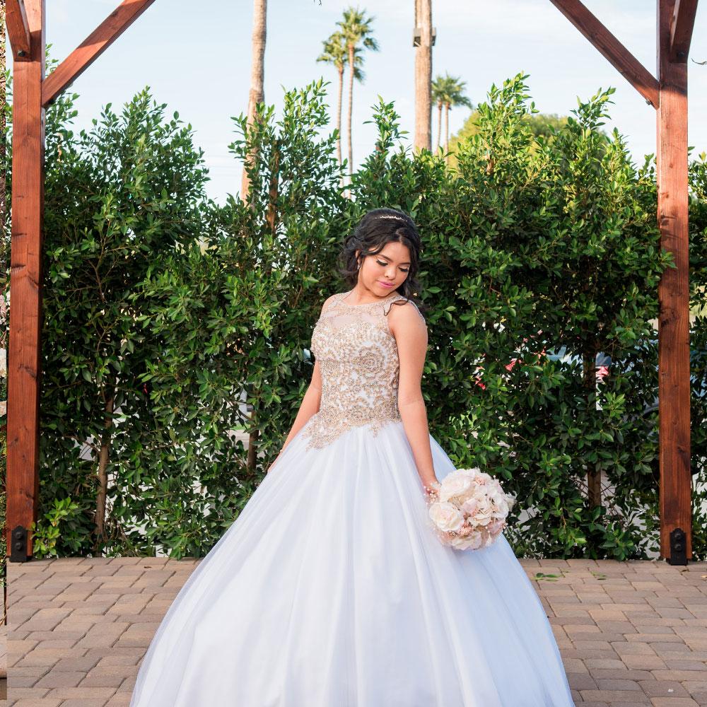 quinceanera_reception-venue_posing_quince