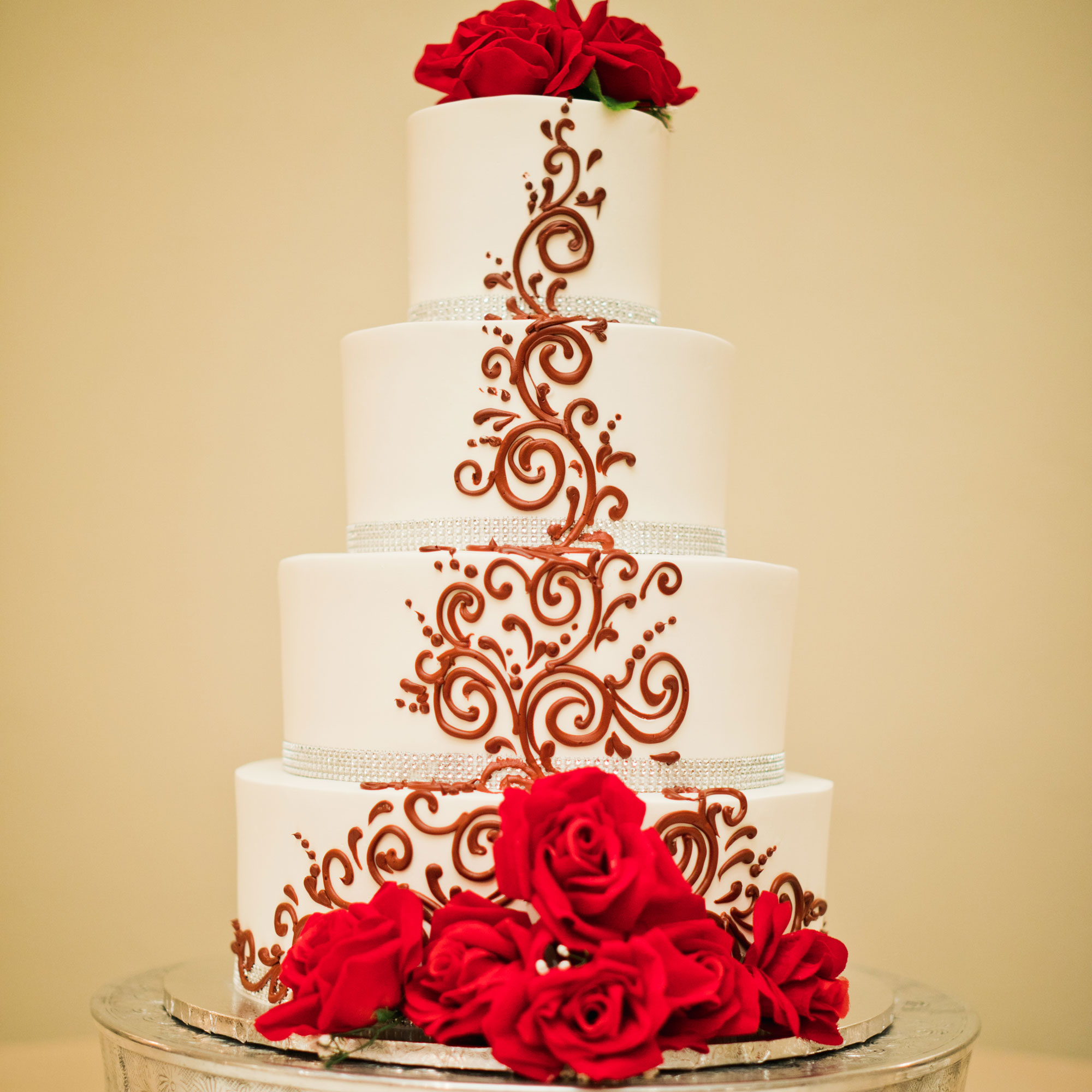 wedding-ballroom-venue-arizon_rose-gold-cakeagallery101