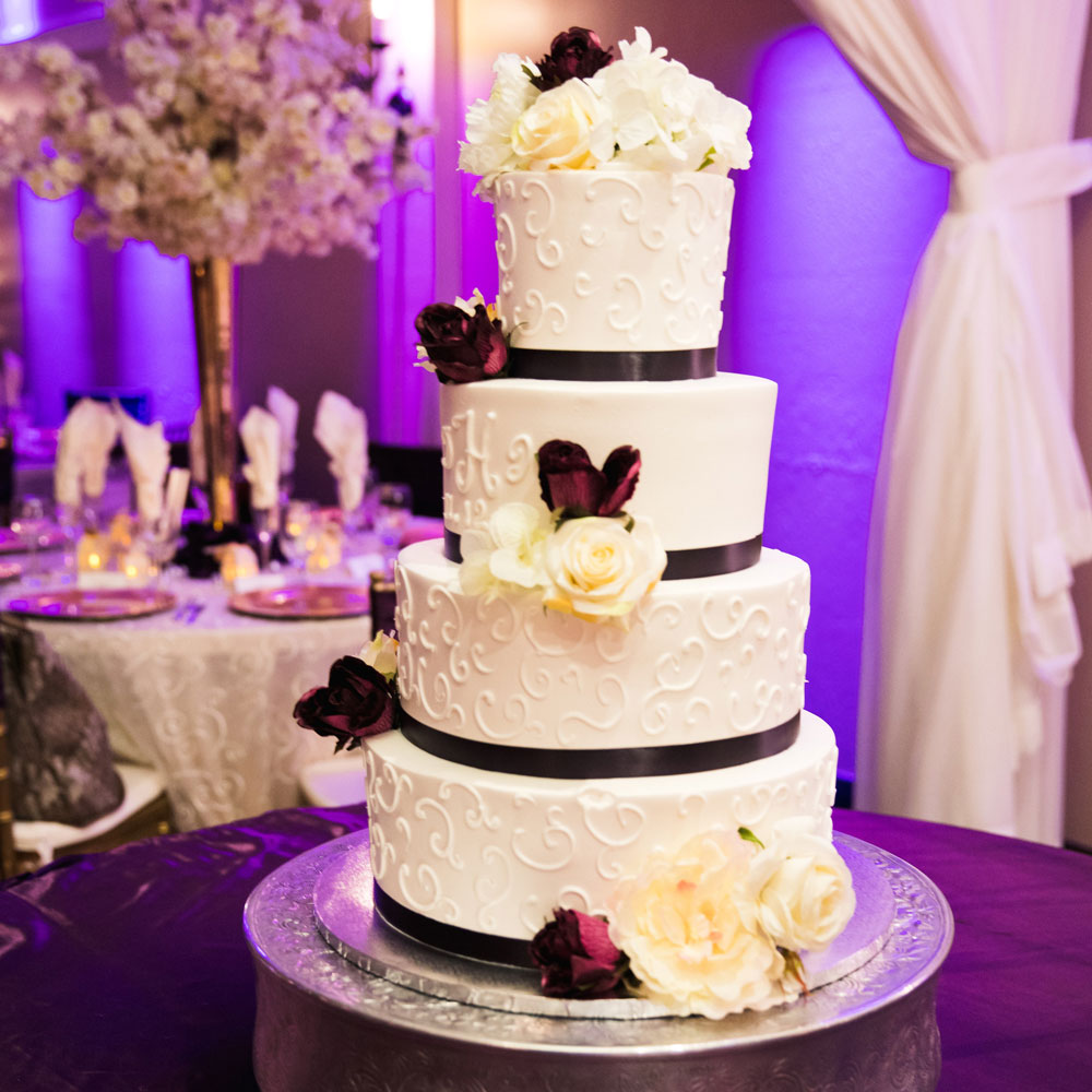 wedding-ballroom-venue-arizona_plumb-wedding-cakegallery100