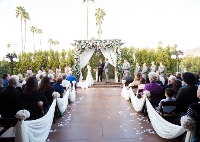 classic-courtyard-ceremony-for-wedding-in-white